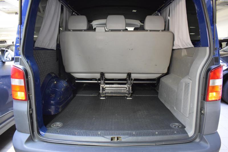Volkswagen Transporter 2.5 TDI Kombi L MT (130 л. с.)