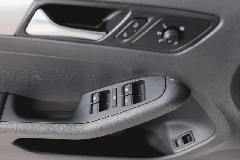 Volkswagen Jetta 1.6 MPI AT (110 л. с.) Trendline