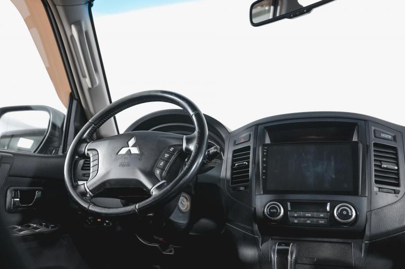Mitsubishi Pajero 3.8 AT (250 л. с.)