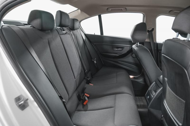 BMW 3 серия 320i AT (184 л. с.)